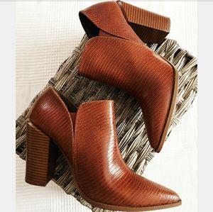 New England Collection cinnamon lizard print boot